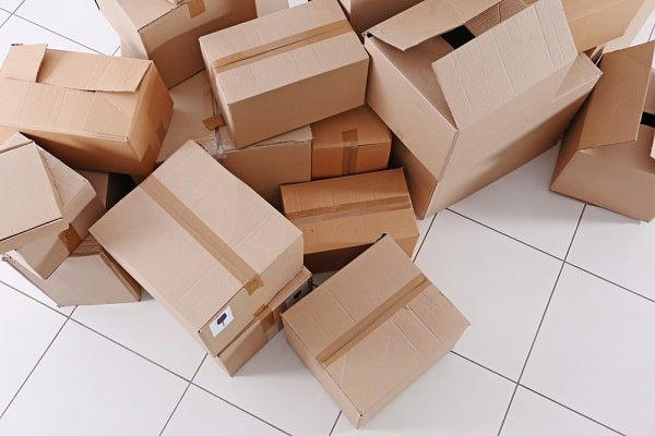 csomagküldő dobozok